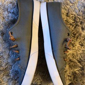 Shoes - Sperry Women's Piet view sneaker 8 1/2